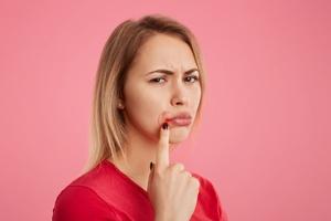 喉咙痛能吃鸡蛋和鱼吗